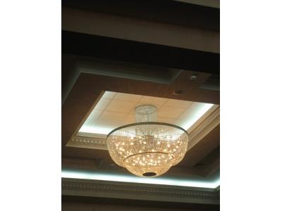 Поставка и монтаж больших потолочных люстр